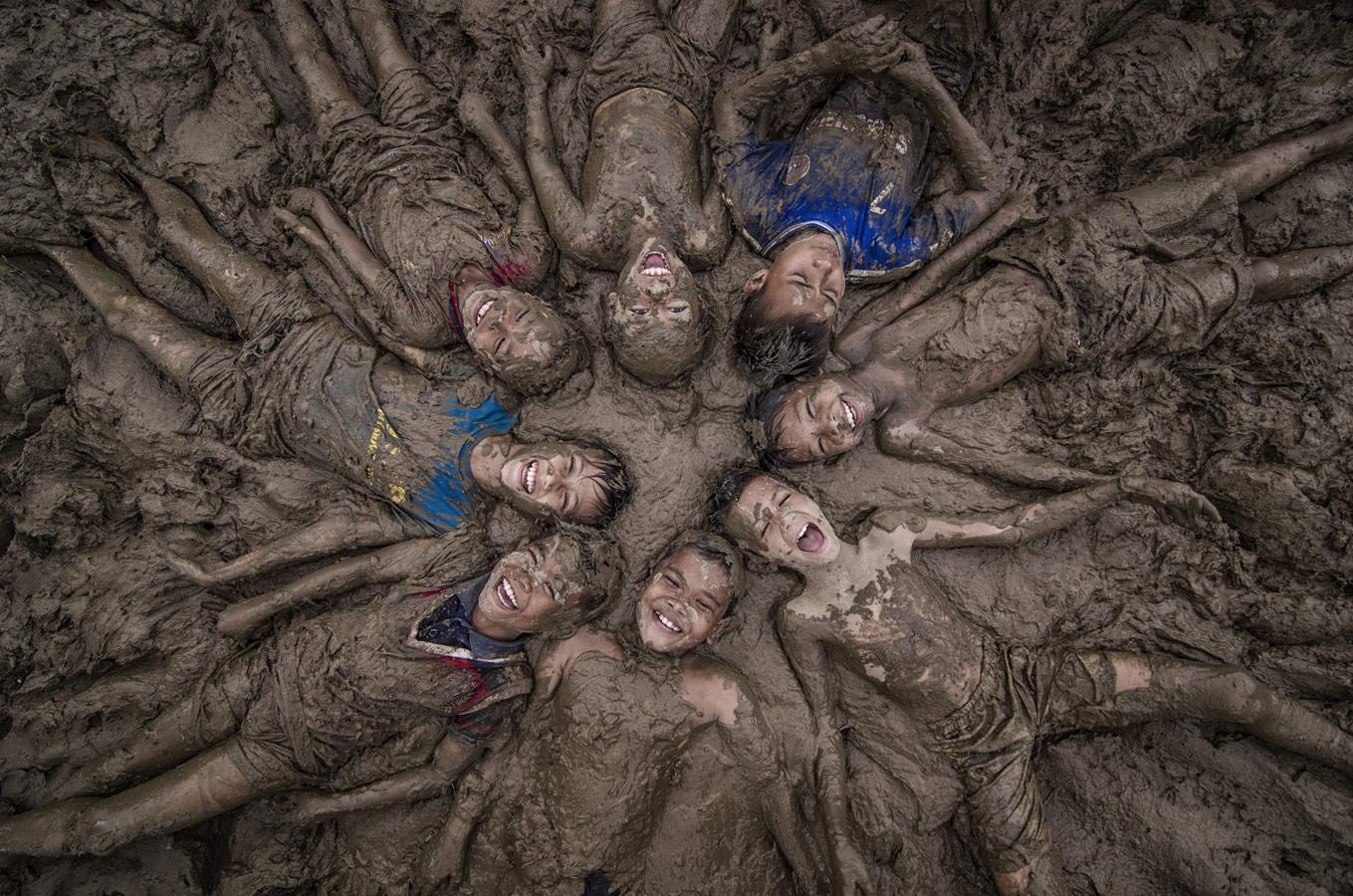 Happy Childrens, © Daniel Saputra, Indonesia, Children photo Nomination, 2 place, 35AWARDS Photo Contest