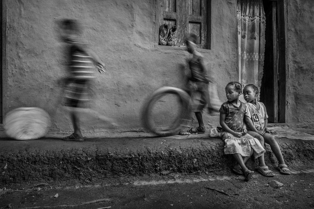 Admire, © Xiaoyue Yan, China, 2nd Place, B&W Child Photo Contest