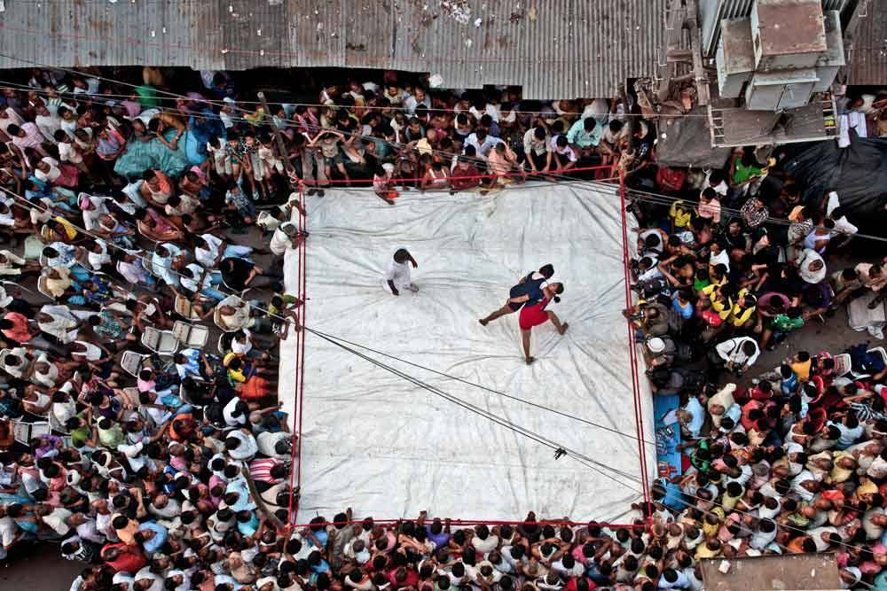 © Dibyendu Dey Choudhury, 1400 Hourly Winner. Women Wrestling, Photo Location: Kolkata, India, CBRE Urban Photographer of the Year