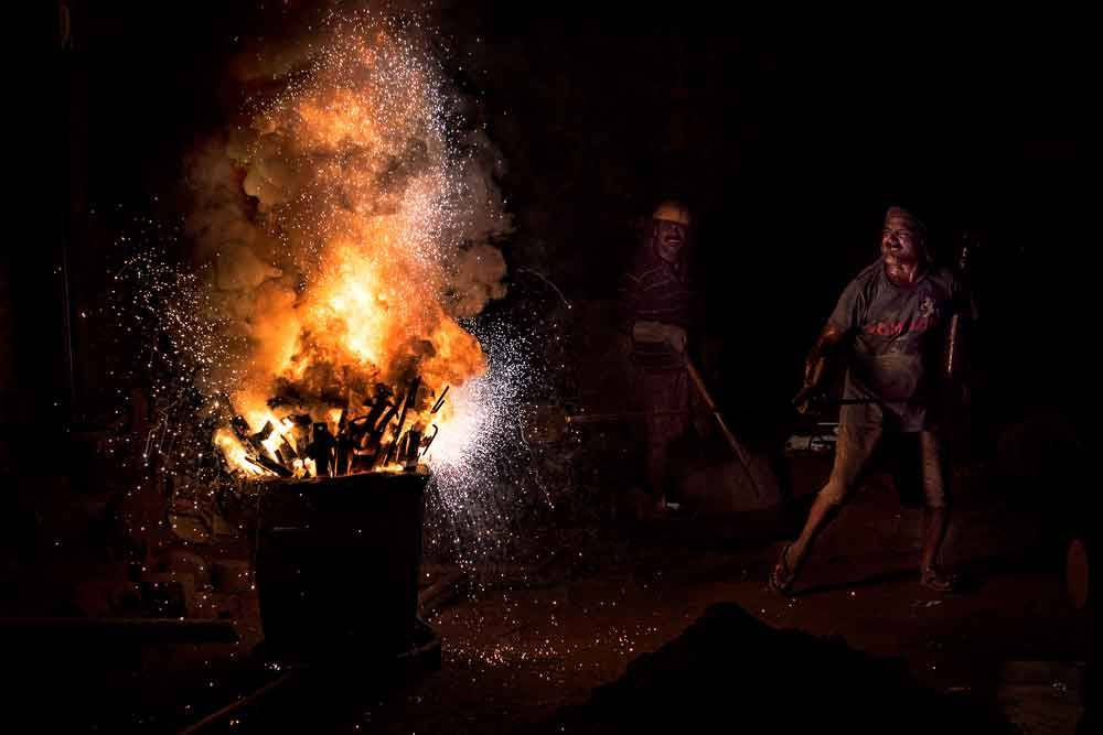 © Raju Ghosh, 1900 Hourly Winner. Foundry Work, Photo Location: Howrah, India, CBRE Urban Photographer of the Year