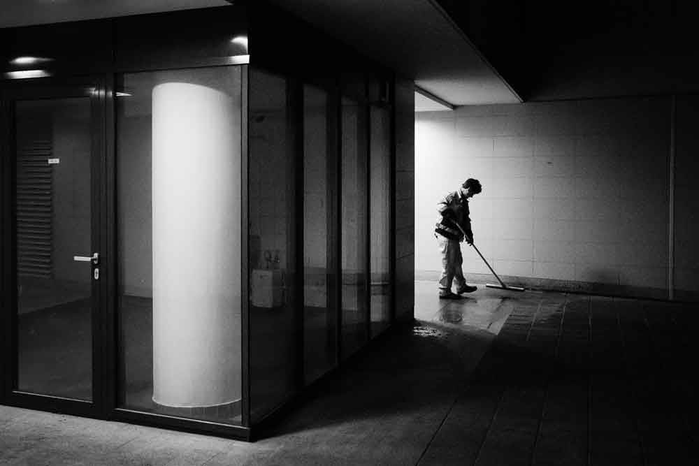 © Gyozo Lang, 2300 Hourly Winner. Late Night Shift, Photo Location: Budapest, Hungary, CBRE Urban Photographer of the Year