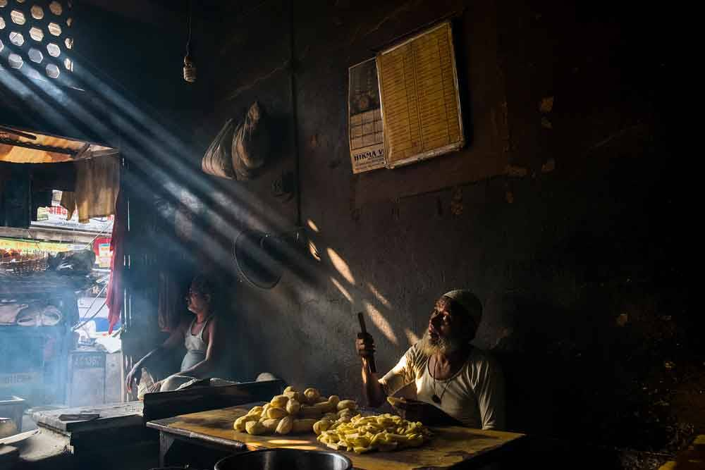 © Rajendra Mohan Pandey, 0800 Hourly Runner Up. The Cook, Photo Location: Kolkata, India, CBRE Urban Photographer of the Year