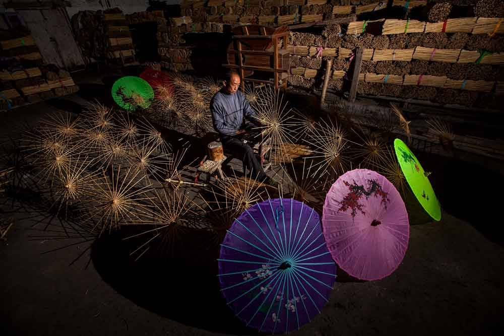 © Piu Tsui, 1200 Hourly Runner Up. Umbrella Production, Photo Location: Hong Kong, China, CBRE Urban Photographer of the Year
