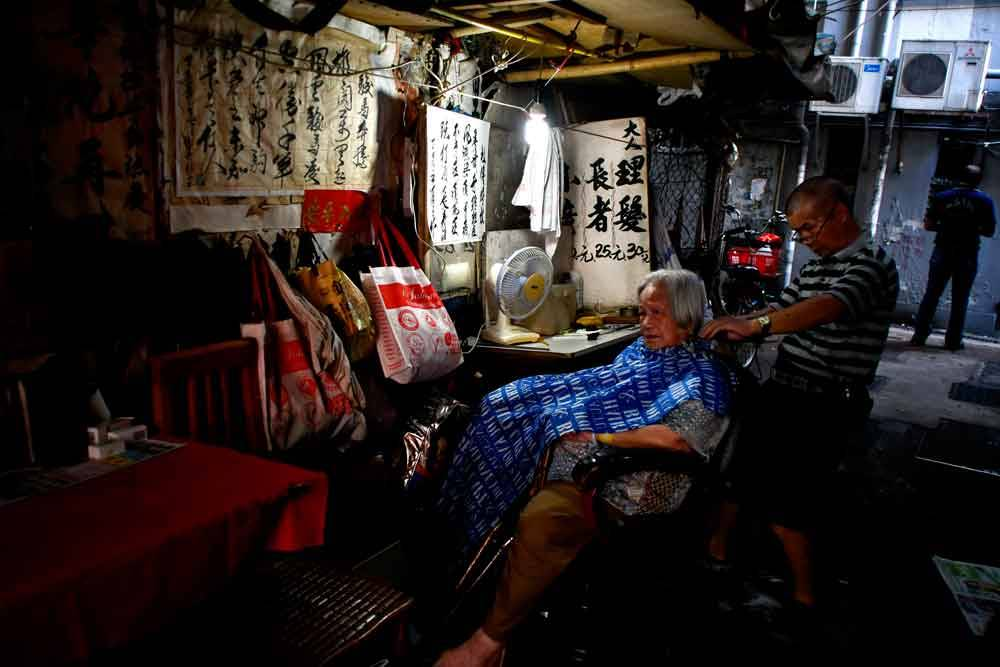 © Chung Tak Wan, 2000 Hourly Runner Up. Street Barber, Photo Location: Hong Kong, Hong Kong, CBRE Urban Photographer of the Year
