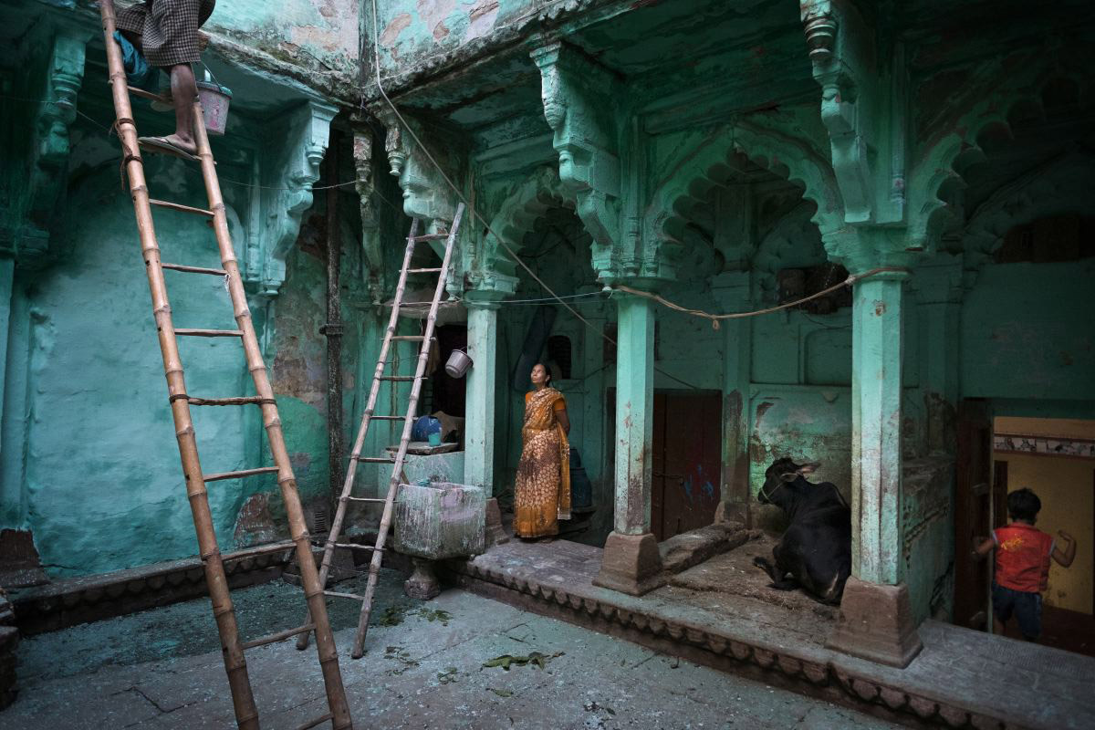 Green Palace, © Alain Schroeder Schroeder, Belgium, 1st Place People Professional, Chromatic Photography Awards