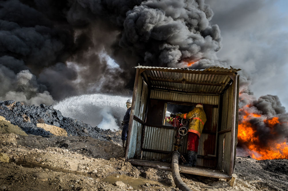 """Qayyarah burning oil fields"", © Alessandro Rota, Shortlisted, Environmental Photographer of the Year — EPOTY"