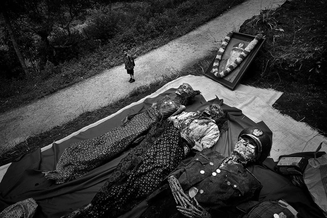 Living for Death, © Alain Schroeder, Brussels / Belgium, Photojournalism / Editorial Photography Category Winner, Felix Schoeller Photo Award