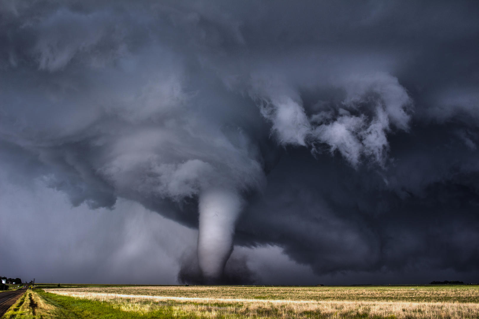 The Perfect Tornado, © Francis Lavigne-Theriault, Crowd 1st, FIX Photo Festival Awards