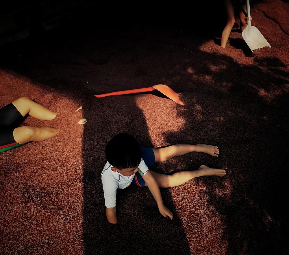 玩沙的孩子, © 崔力, Huawei Next-Image Awards