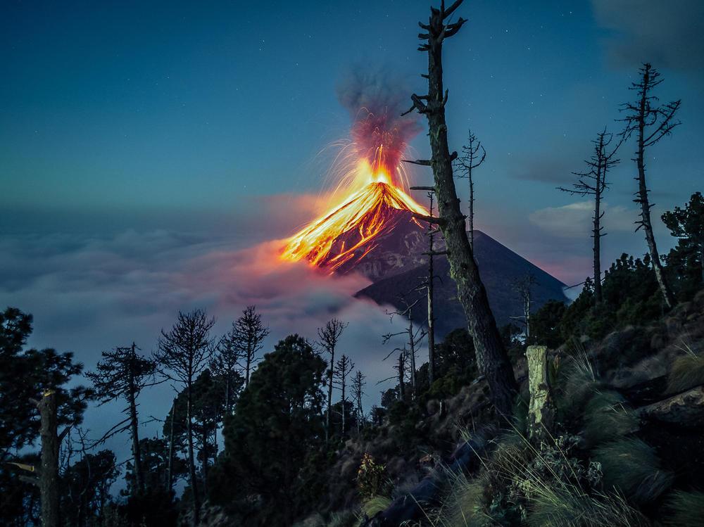 Volcano Fuego, © Rodolfo Batres, Huawei Next-Image Awards