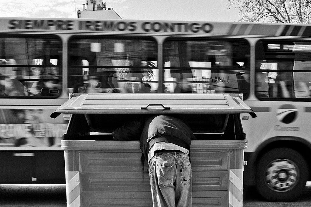 Garbage Collector, © Júlio César Riccó Plácido da Silva, First Prize, Ikei Photo Contest