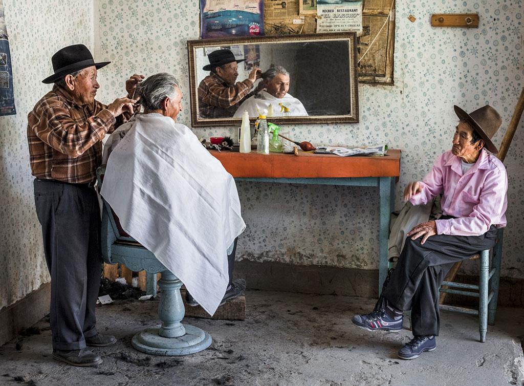Conversación en la Barbería, © David Martín Huamaní Bedoya, Ikei Photo Contest