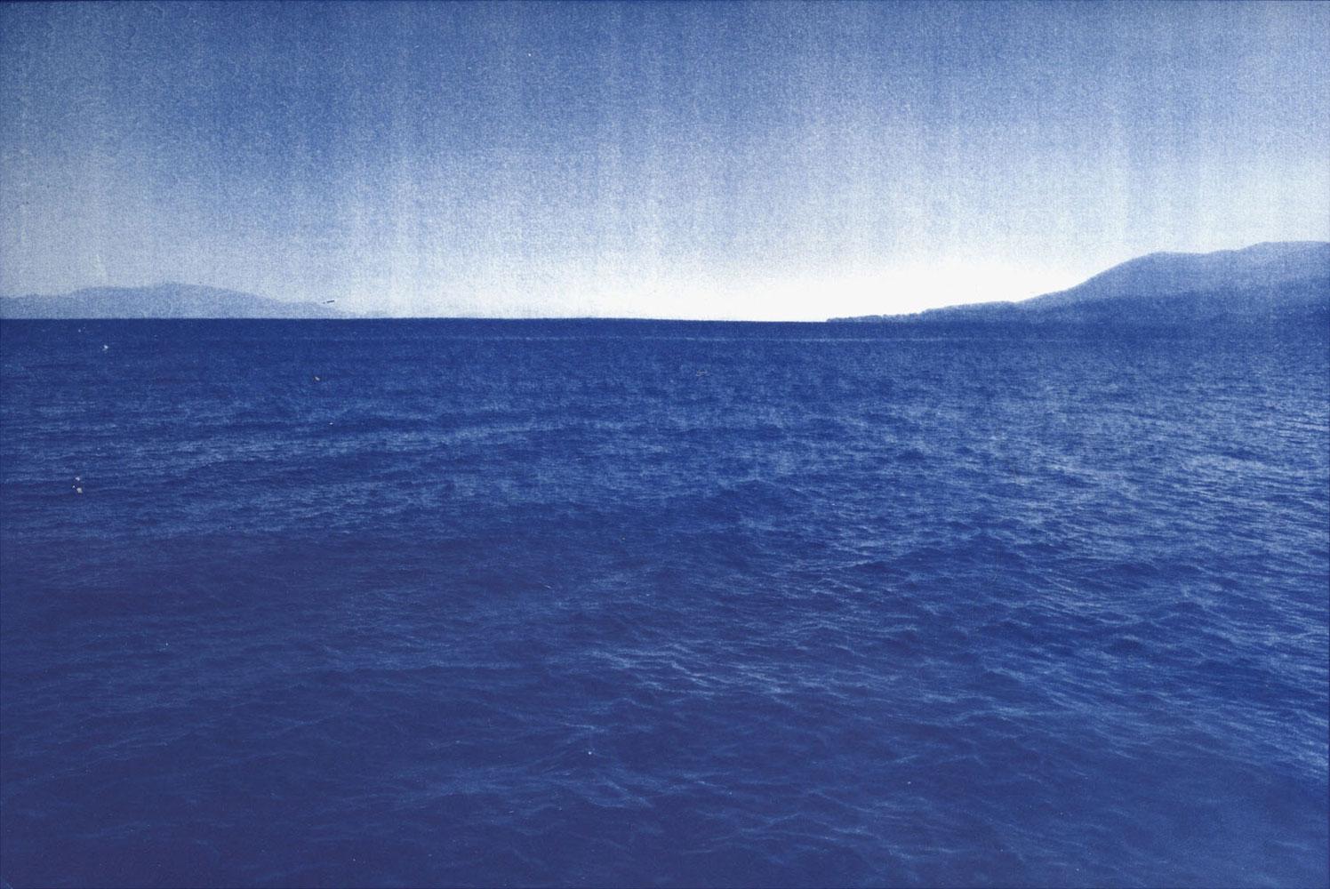 L'autre rive, © Emeric Lhuisset (France), Mention Reportage Leica, The Grand Prix Images Vevey