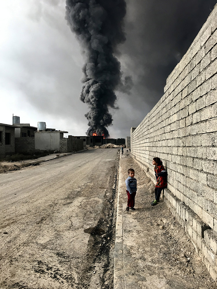 Children of Qayyarah, © Sebastiano Tomada, Brooklyn, New York, Grand Prize Winner, Photographer of the Year, iPhone 6s, iPhone Photography Awards 2017
