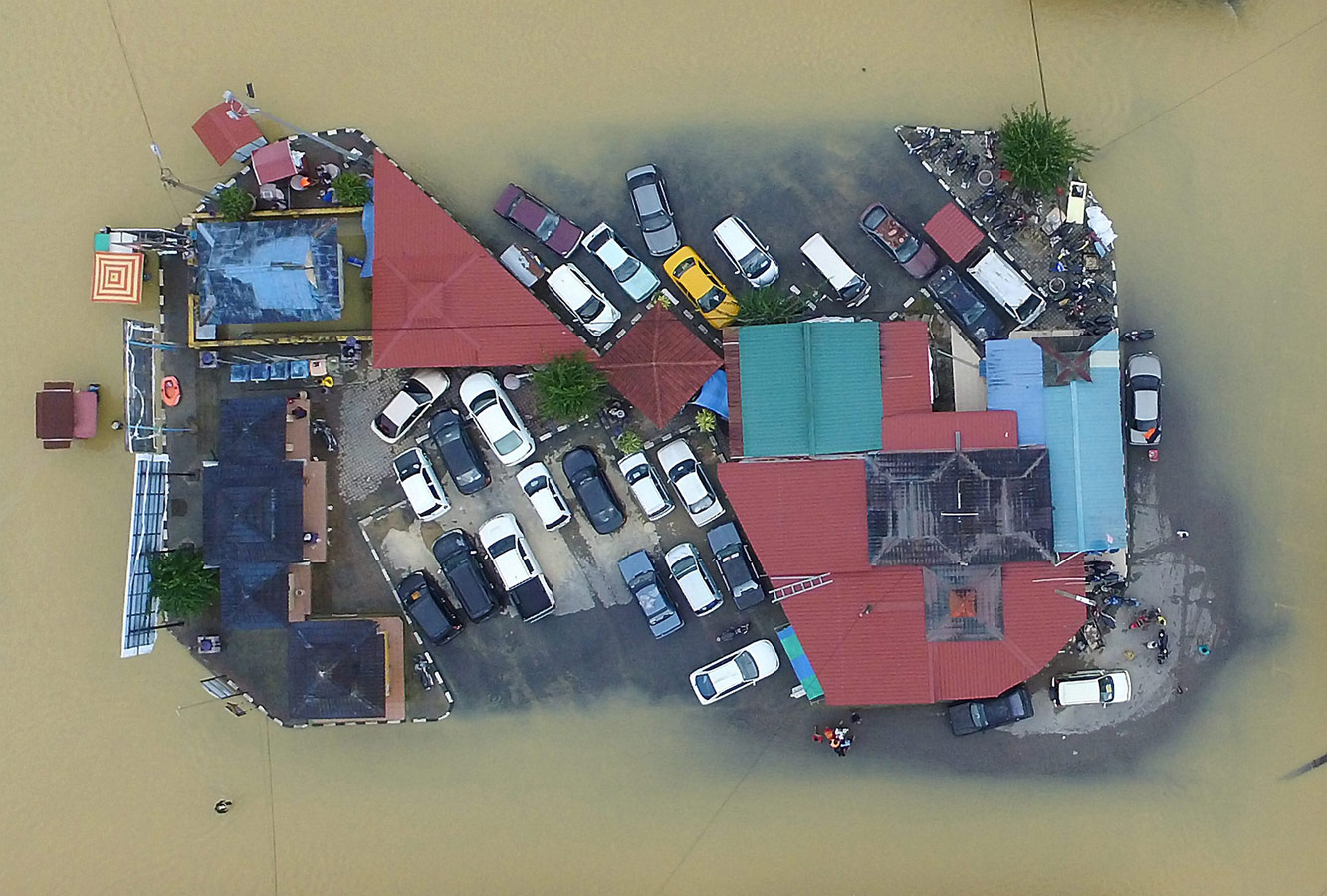 Avoid Floodwaters / Malaysia, © Muhamed Fathil Asri / New Straits Times Press, Malaysia, Single Nature & Environment 1st Prize, Istanbul Photo Awards