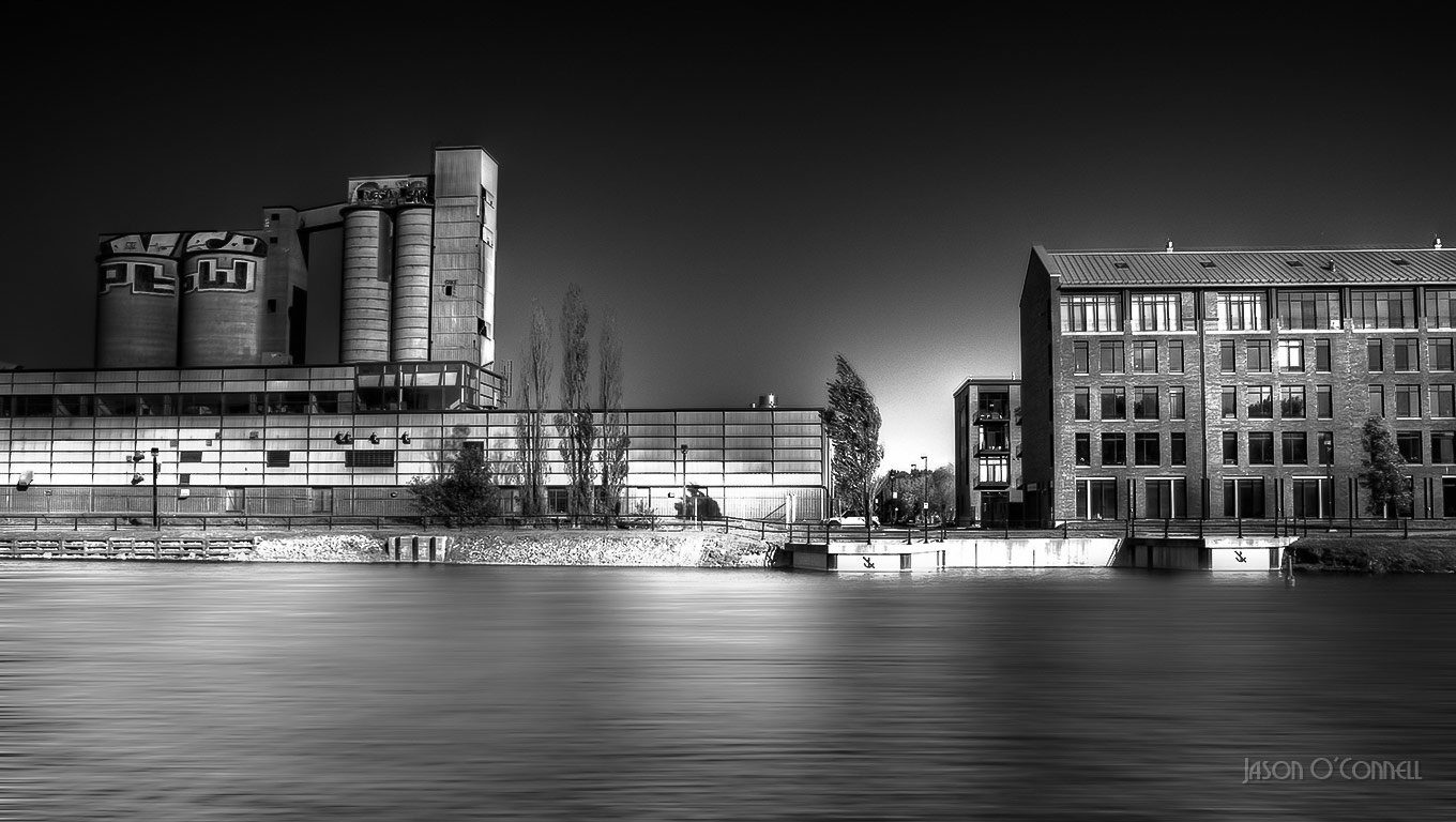 Black and White HDR Long Exposure - Montreal, © Jason O'Connell, Canada, Filter: Neutral Density (ND), Cityscape Photography x Filter Photo Contest - Marumi