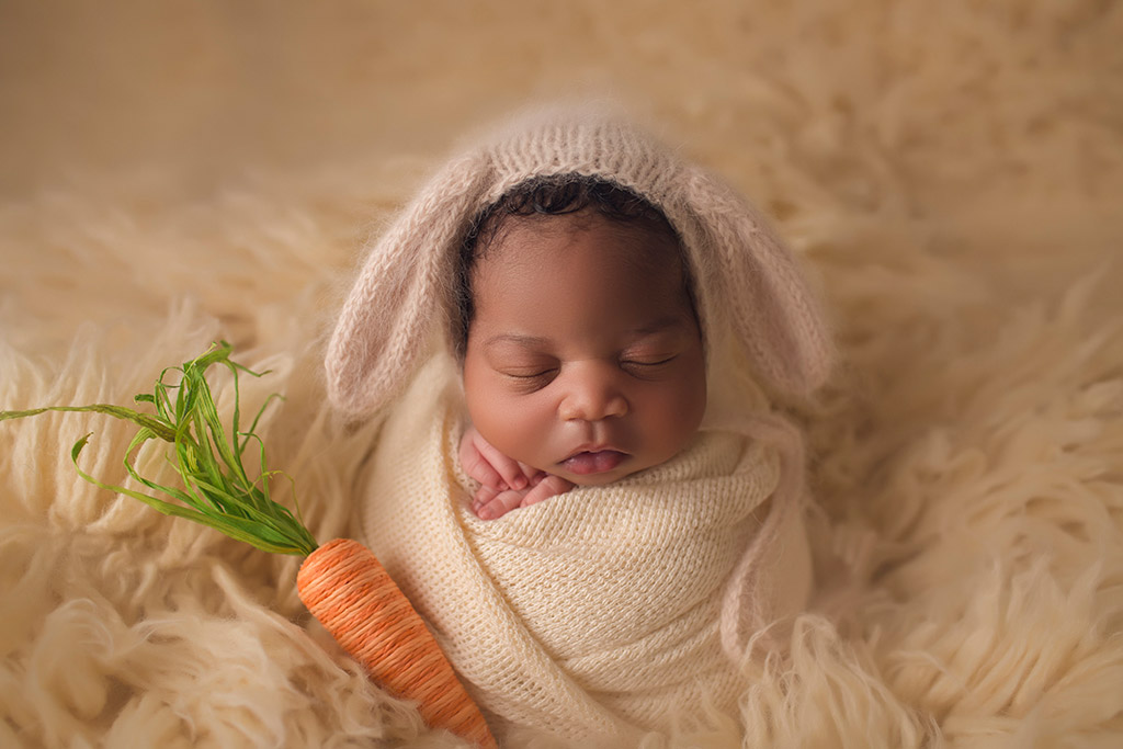 Some bunny loves me, © Annie Whitaker, USA, Newborns Photo Contest