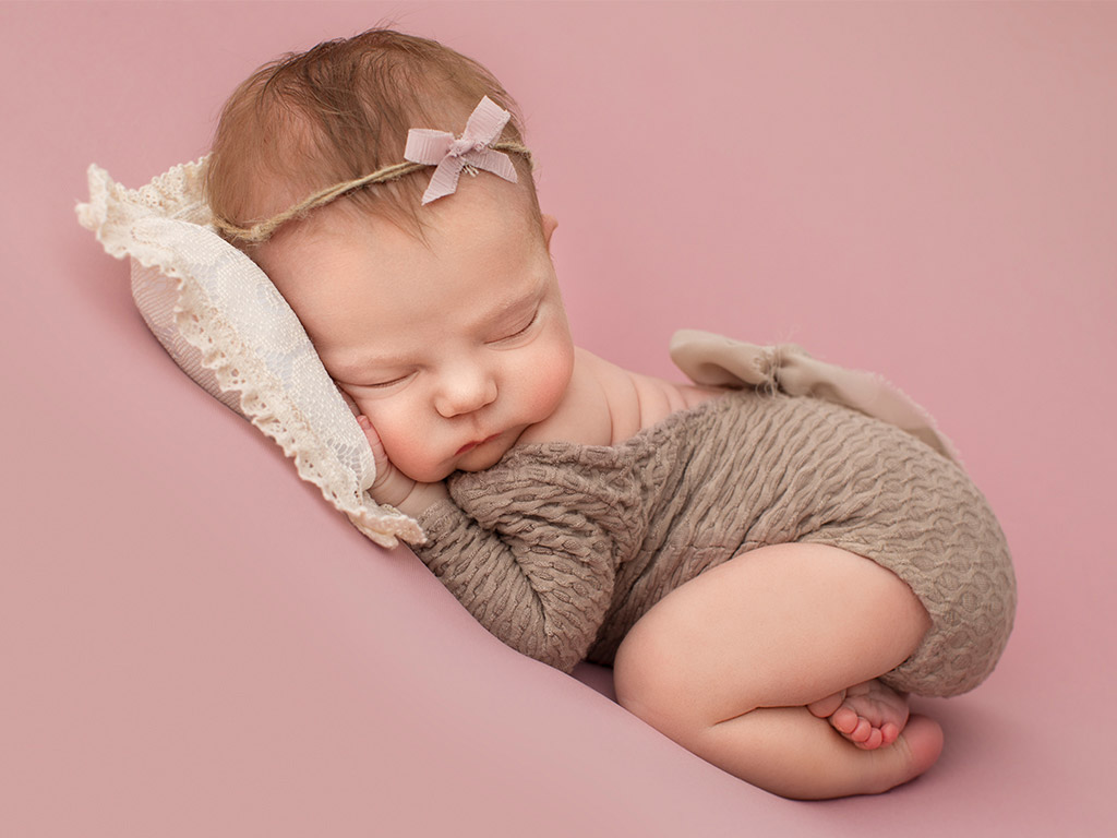 Rosy dreams, © Polina Kuklina, USA, Newborns Photo Contest
