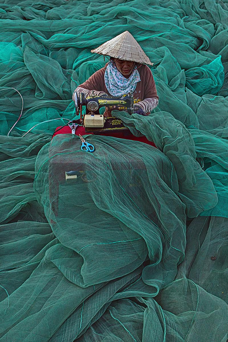 The Net Maker, © Thandar Soe, 3rd Prize, Nikon Photo Contest
