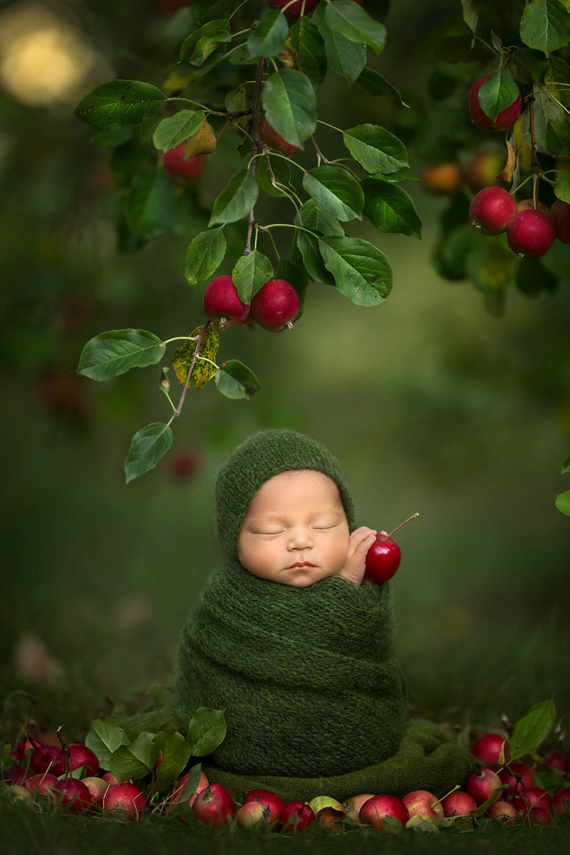 """Apple Dumpling"", © Noelle Mirabella Photography: Cassandra Jones, Grande Prairie , AB, Canada, Newborns, Rangefinder Family Photography Contest"