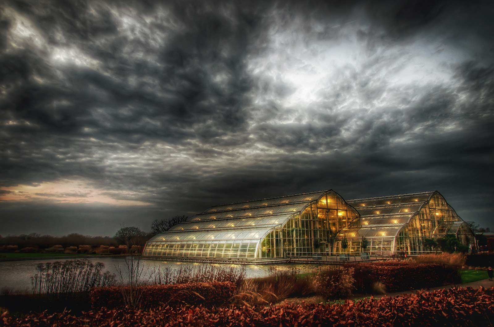Stormy Sunset, © Stephen Reed, Winner in category Celebrating RHS Gardens, RHS Photographic Competition / RHS Gardening