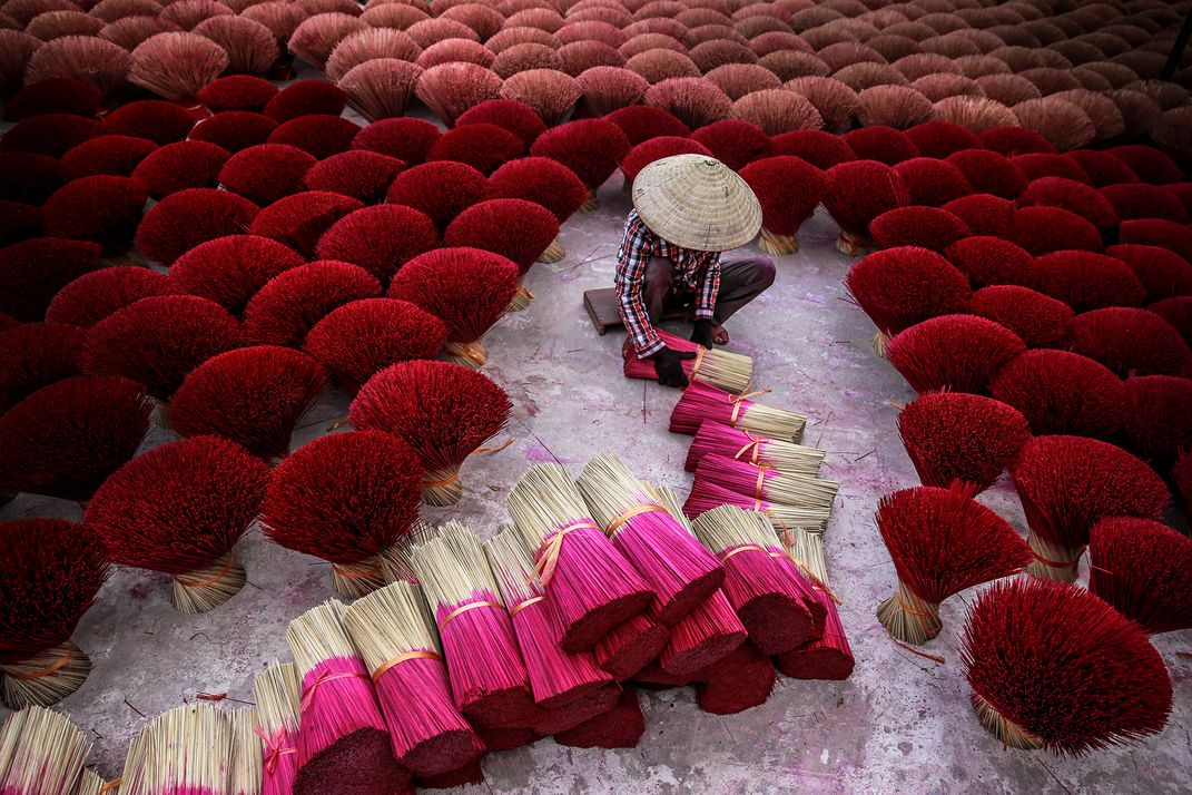 Making Incense, © Tran Tuan Viet, Travel Winner, Smithsonian Photo Contest