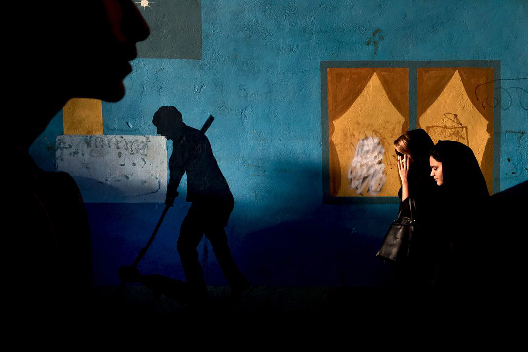 Shadow Highlight, © Mohammad Mohsenifar, Mobile Winner, Smithsonian Photo Contest