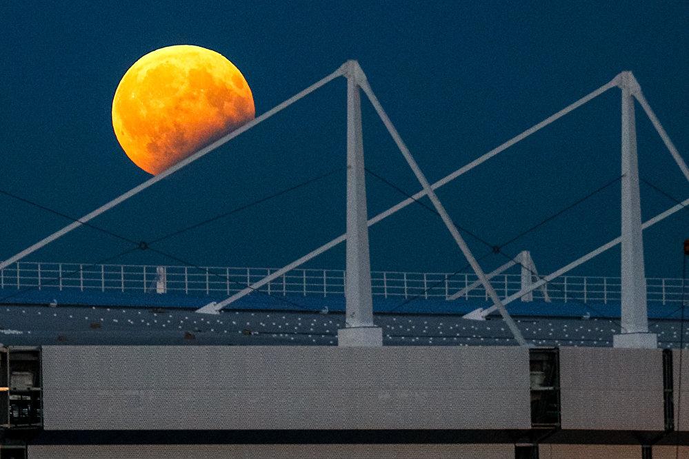 Eclipse, © Vitaly Nevar, Russia, 3rd place : My Planet : Single, Andrei Stenin International Press Photo Contest