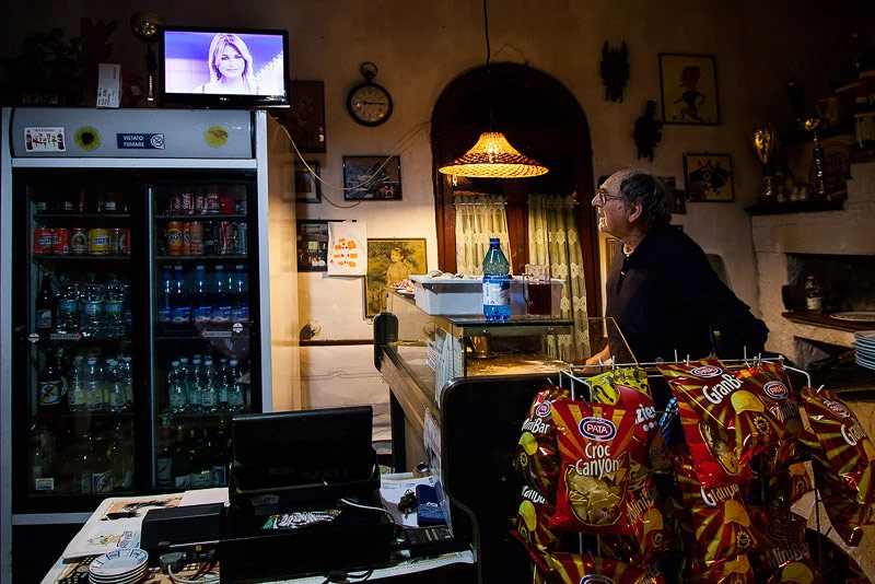 Daddy and the Television, © Michela Carmazzi, ViewPoint Gallery International Photography Competition