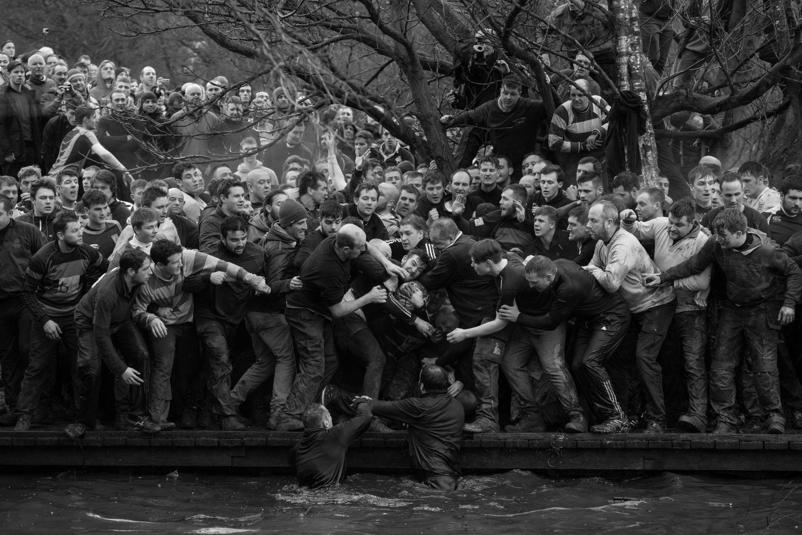 Royal Shrovetide Football, © Oliver Scarff, United Kingdom, 1st prize singles, World Press Photo Contest