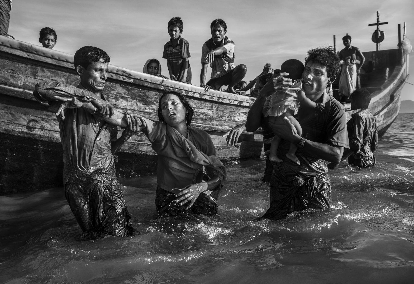 © Kevin Frayer, 2nd prize stories, World Press Photo Contest